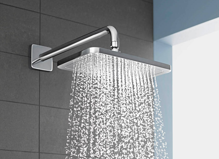 croma-e_overhead-shower_spray-type-airpower_ambience_3x4.jpg