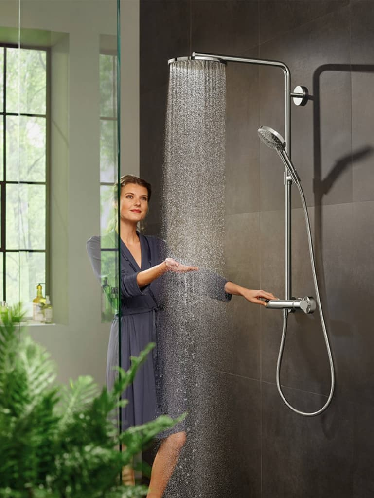 showerpipe_raindance-select-s-powderrain_part-ambiance-with-woman_3x4.jpg